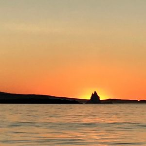 Voir les couchers de soleil au cercle polaire depuis la mer